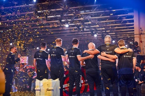 EPICENTER стал последним крупным турниром года; фото: Epic Esports Events