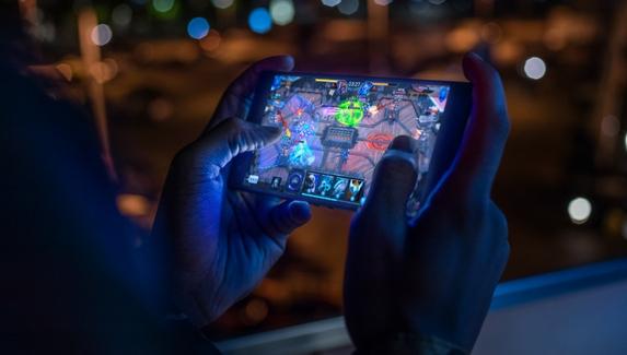 От «Змейки» до турниров по Fortnite — как мобильный гейминг вырос в перспективного игрока среди ПК и консолей