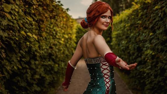 Трисс Меригольд на маскараде — косплей на чародейку из «Ведьмака»