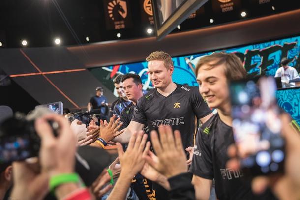 Fnatic одержали победу над 100 Thieves