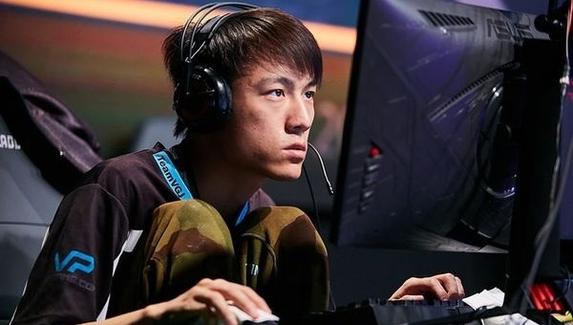 Аналитики: RNG будет фаворитом в матче против EHOME