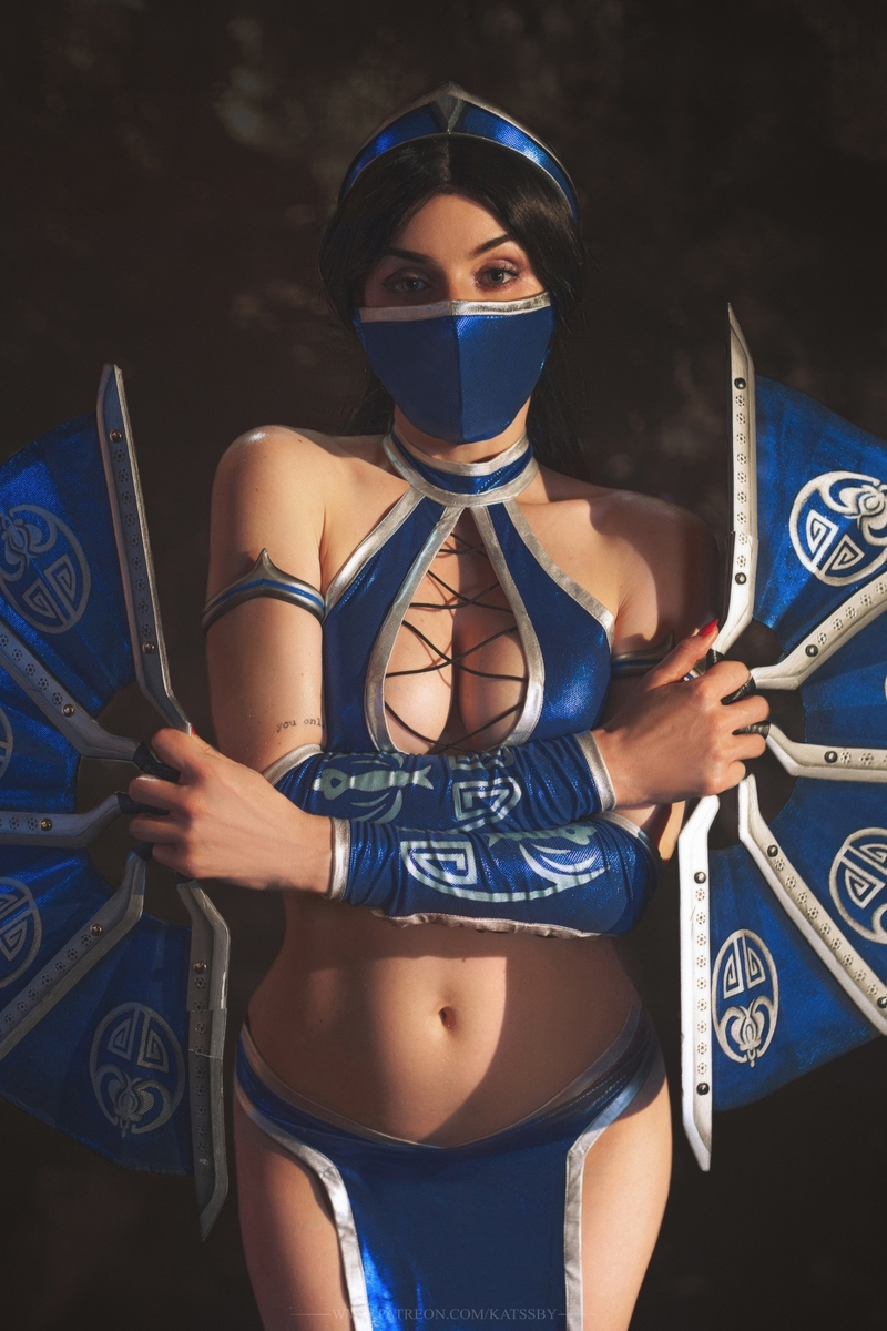 Косплей на Китану из Mortal Kombat. Косплеер: Katssby. Фотограф: Sergey Rodichkin. Источник: vk.com/katssby