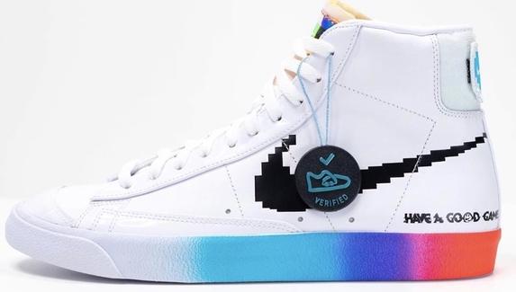 GG и RGB — Nike представила светящиеся в темноте геймерские кроссовки