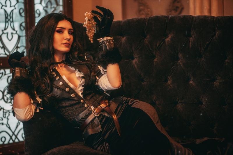 Косплей на Йеннифэр. Модель: Анастасия Носова. Источник: Megalcarmen cosplay / craft