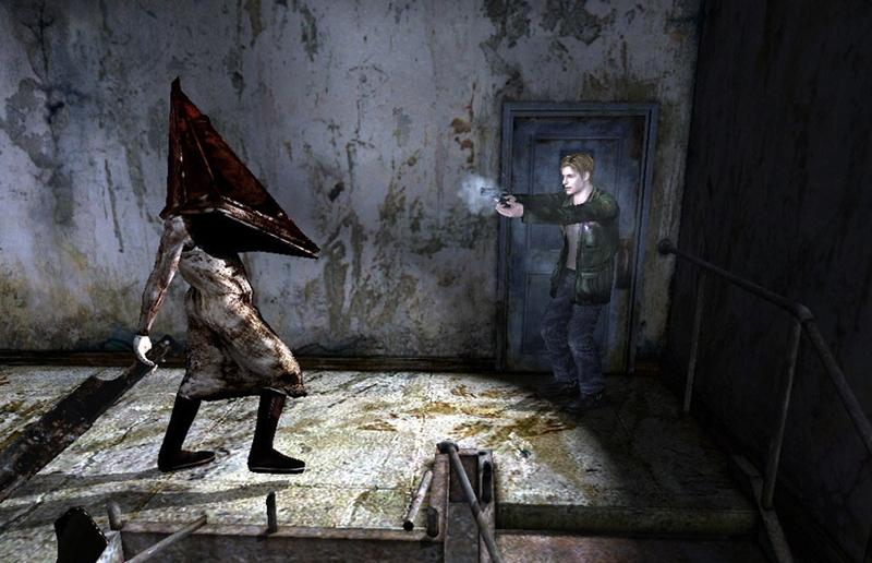 Интересная деталь: при первой встрече Пирамидоголовый не вооружен, а свой Великий нож он получает после того, как Джеймс отберет нож у Анжелы