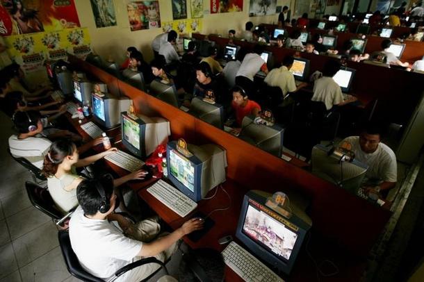Стереотипное интернет-кафе в Китае
