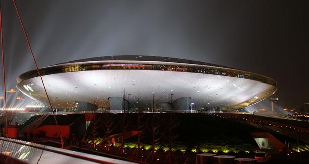 Мерседес-Бенц-Арена. Источник: википедия.
