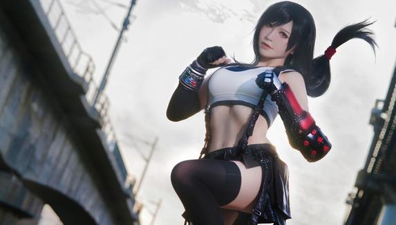 Сексуальная Тифа Локхарт — косплей на персонажа Final FantasyVII Remake