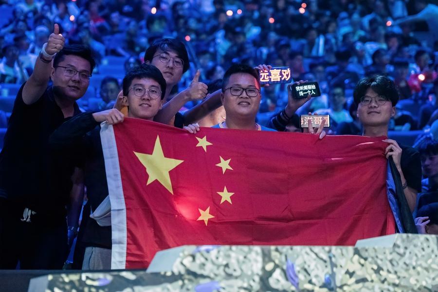 Китайские болельщики на TI9. Фото: Valve