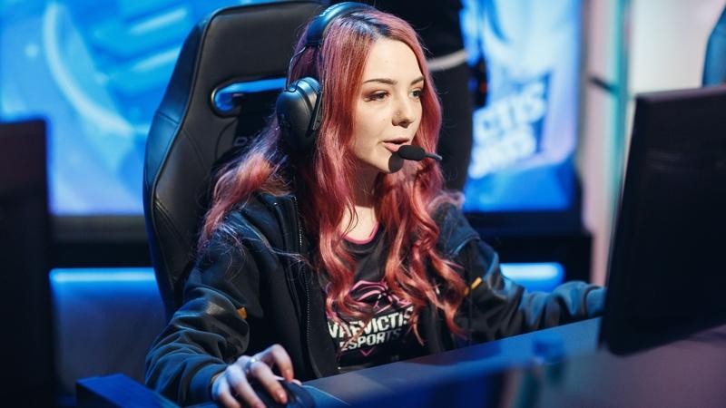 Ксения Trianna Мещерякова, профессиональный игрок в League of Legends