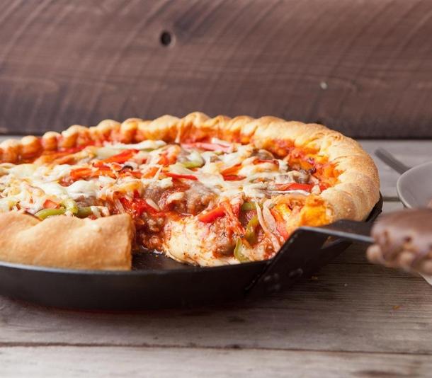 Chicago-Style Deep-Dish Pizza Источник: lodgemfg.com