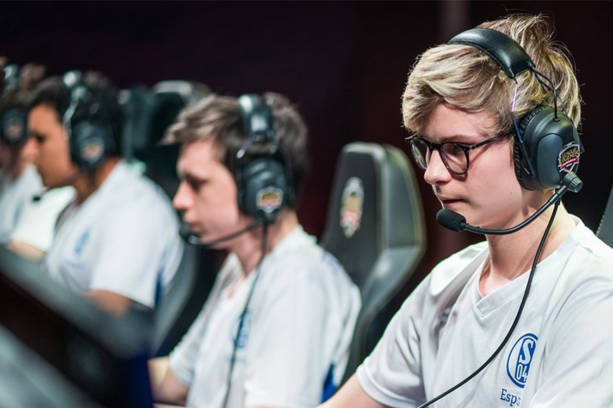 Schalke 04 dropping most of the roster