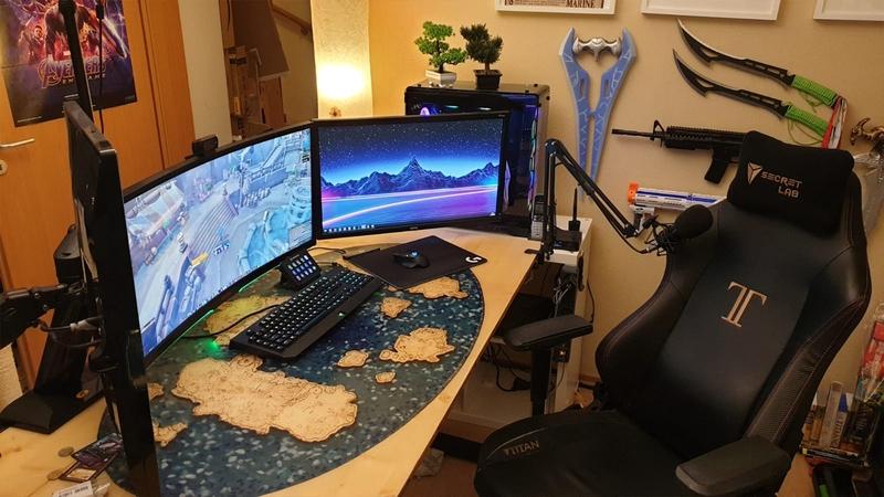 Стол с периферией. Источник: reddit