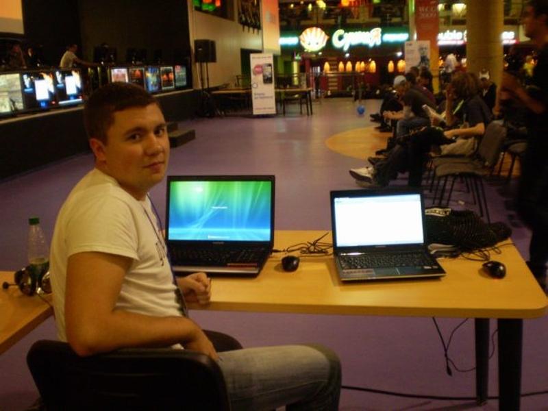 Стол для прессы мы делили с Матриксом. Сейчас он работает с русскоязычными партнерами Twitch