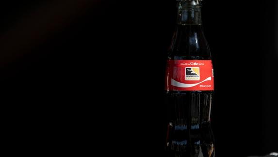 Coca-Cola выпустила в продажу бутылки с логотипами участников Overwatch League