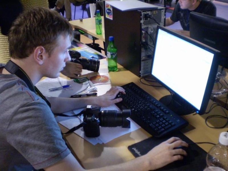 Prb отжал компьютер у одного из участников в игровой зоне