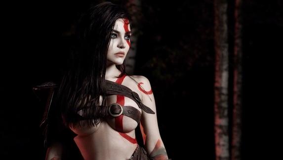 На войне для солдата красота — это кровь его врага. Женский косплей на Кратоса из God of War