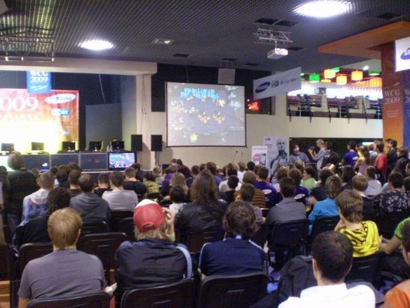 Зрителей в зале не меньше, чем на CS 1.6