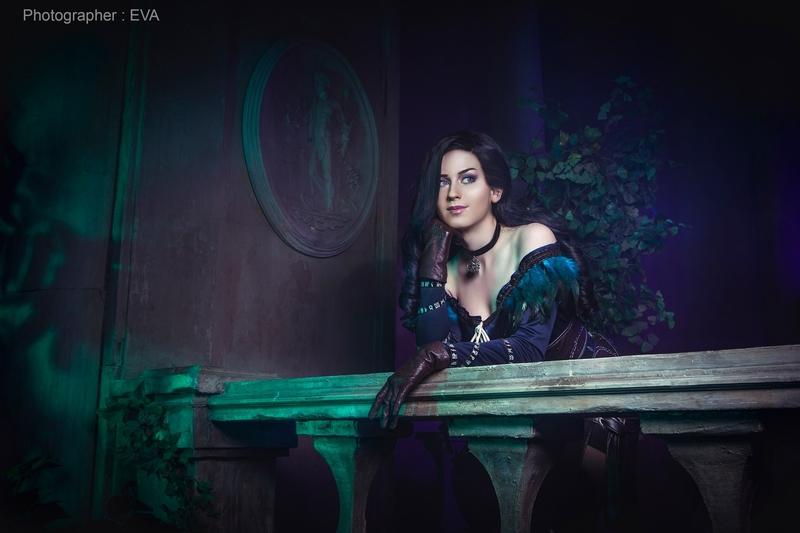 Косплей на Йеннифэр из Венгерберга. Фэндом: The Witcher. Фотограф: ЕVA Cosplay-photo. Косплеер: Анжелика JokerLolibel Бем. Источник: vk.com/eva_cosplay_photo