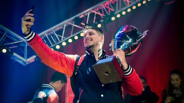 Zeus с трофеем DH Winter 2016. Фото: Gambit