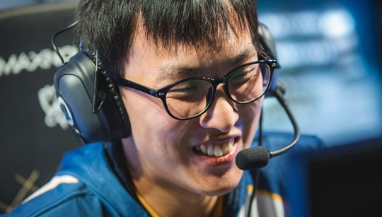 Doublelift Unstoppable in anime League of Legends clip