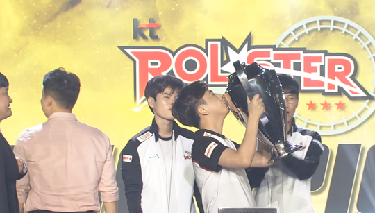 If anyone can deny Uzi the perfect 2018 — it is surely KT Rolster
