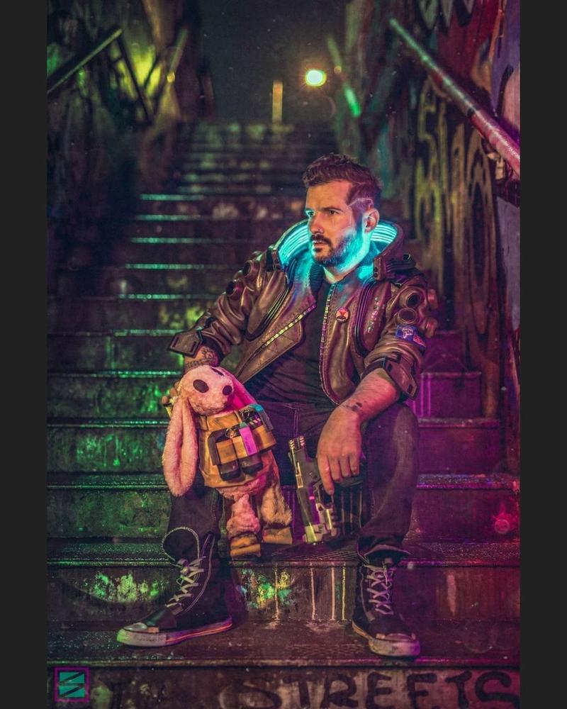Косплей на V из Cyberpunk 2077. Модель: Andy Valentine. Источник: instagram.com/valentinecostumes