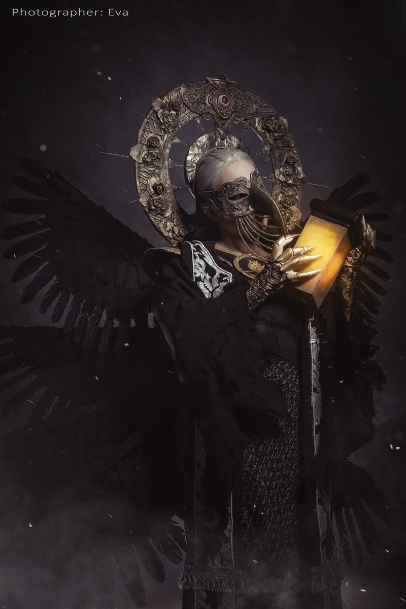 Косплей на Матерь Миранду из Resident Evil Village. Косплеер: Анастасия Федченкова. Фотограф: ЕVA — Cosplay-photo. Источник: vk.com/eva_cosplay_photo