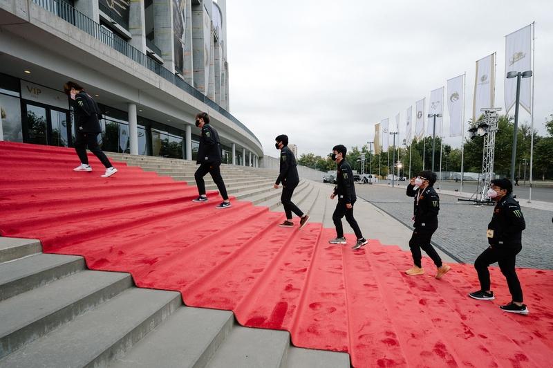 Прибытие команд на арену The International 2021. Фото: Valve. Источник: flickr.com