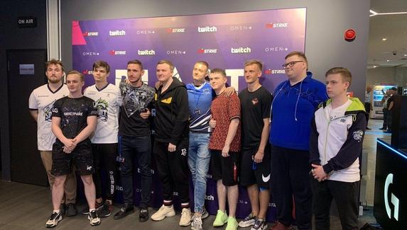Футболисты ЦСКА сыграли в CS:GO с NaVi и Team Spirit