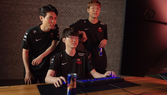 T1 подписала многолетний контракт с Red Bull
