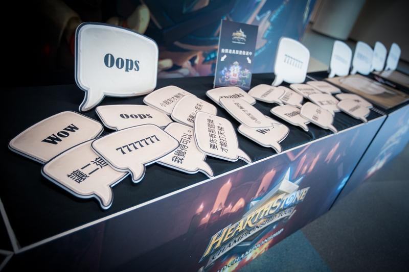 Тут можно выбрать плакат, чтобы поддержать (или затроллить) игроков. Фото: Blizzard Entertainment