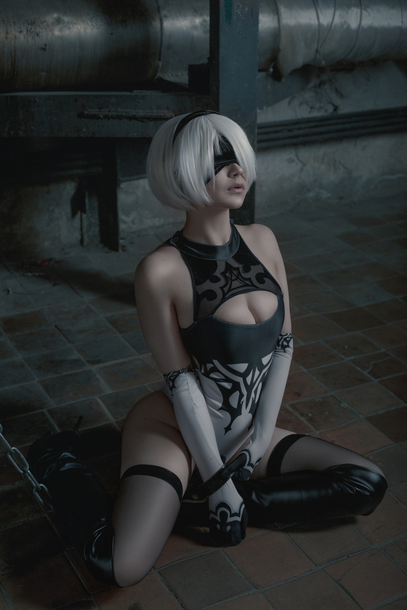 Косплей на 2B из NieR: Automata. Косплеер: Вера OICHI Андреева. Фотограф: Кристина Бородкина. Источник: vk.com/oichidream