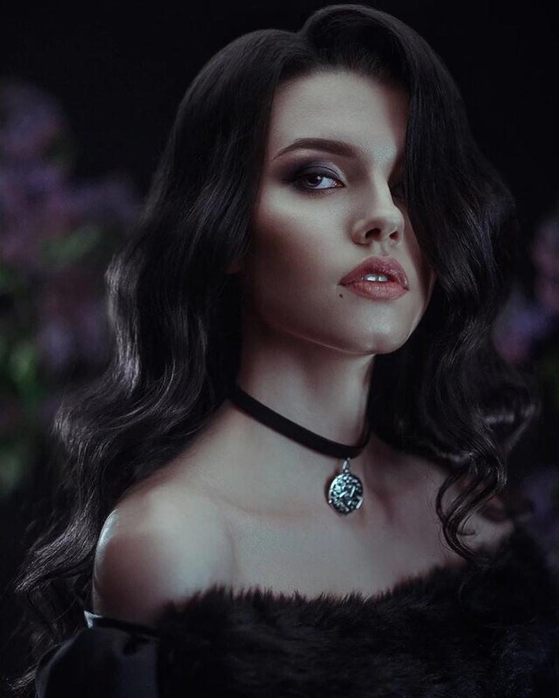 Косплей на Йеннифэр из Венгерберга. Фэндом: The Witcher. Косплеер: Anko_spirt. Источник: instagram.com/anko_spirt