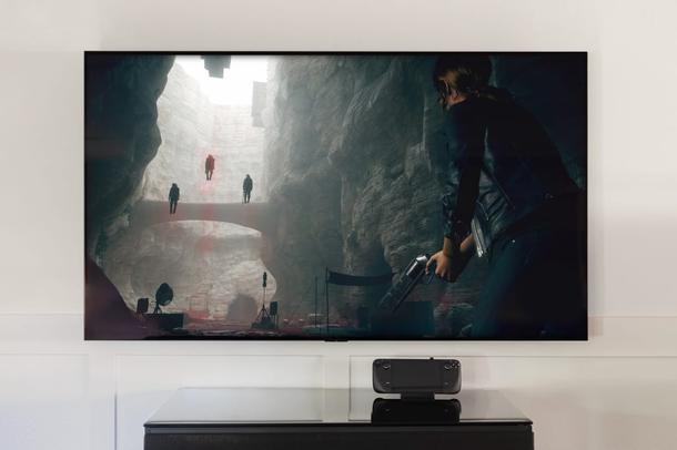 Если на PlayStation 5 нет ни денег, ни места под телевизором, Steam Deck — спорный, но все же вариант домашней консоли. Источник: Valve