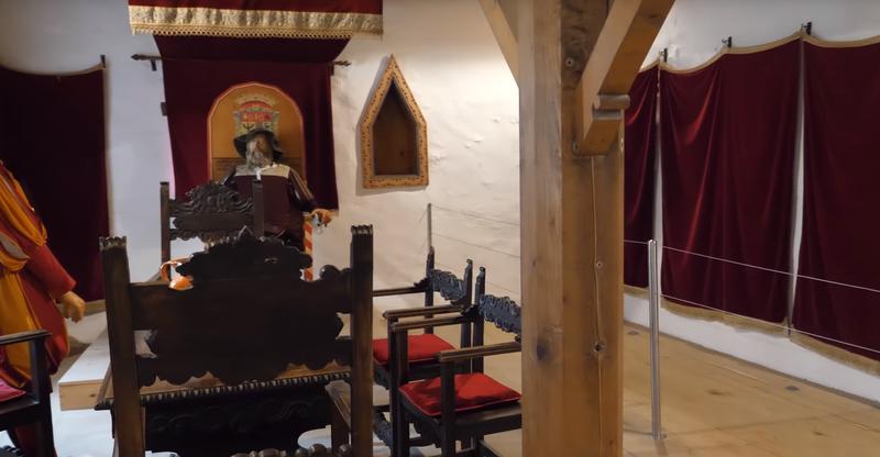 Интерьер одной из комнат замка