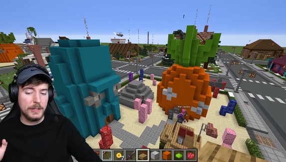 Ютубер подарил игроку в Minecraft дом за $100тысяч