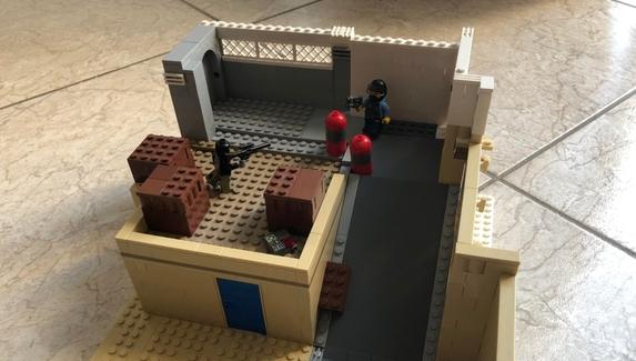 Пользователь reddit воссоздал точкуA карты Dust2 из кубиков LEGO