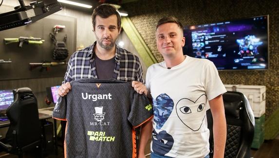 Иван Ургант получил в подарок именную киберспортивную футболку Virtus.pro