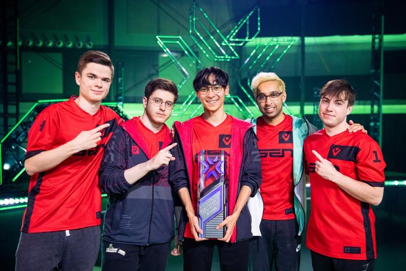 Команда Sentinels, ставшая чемпионом турнира